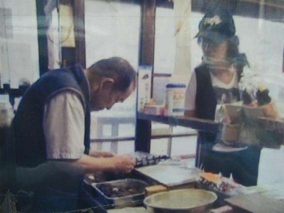 安倍川もちの「かごや」に来店された福山雅治さん