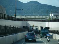 JR東海道本線をくぐる
